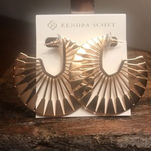 NWT Kendra Scott Deanne Hoops in Rose Gold!!